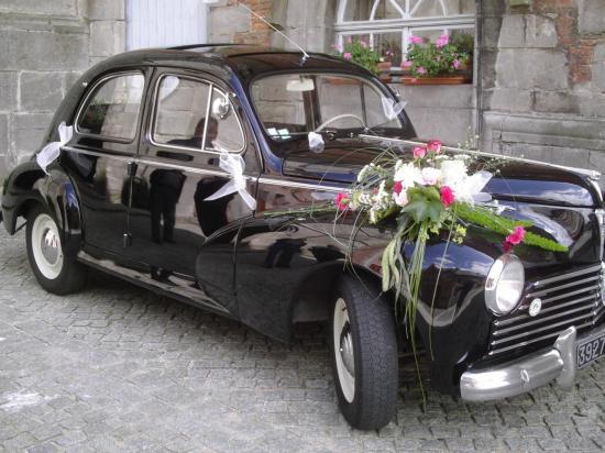 Une jolie voiture ancienne
