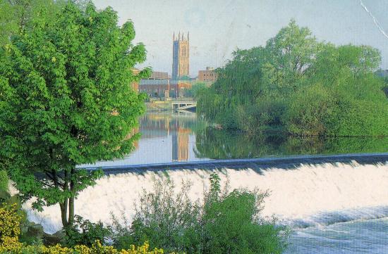 La rivière Derwent et la Cath.de Derby en Angl.
