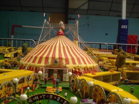 expo Sedan modélisme - cirque miniature